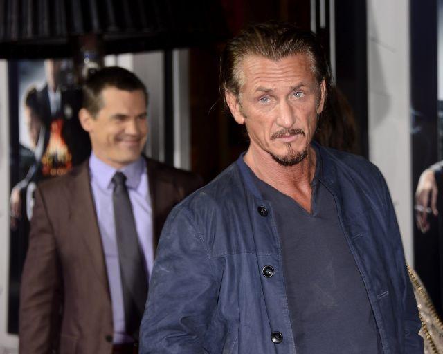 Actor Sean Penn asiste al funeral de Estado de Chávez