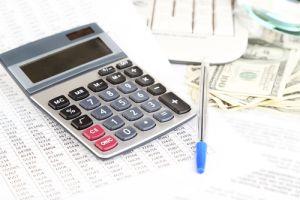 Ciudadanos esperan minutos largos por servicios del IRS
