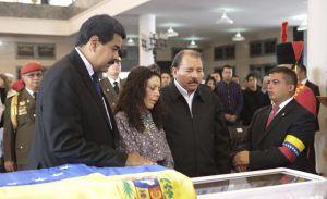 Ortega visita de nuevo la capilla ardiente de Chávez