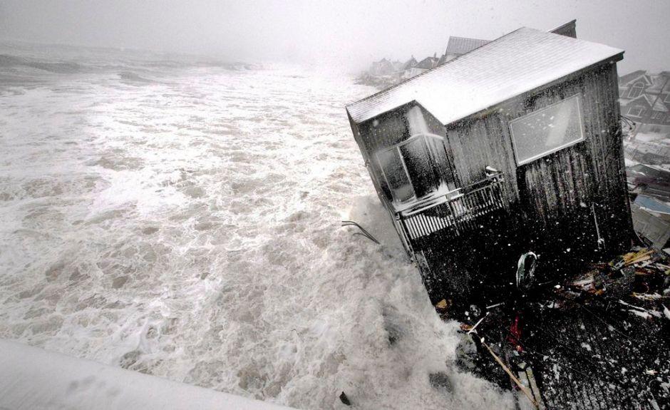 Destruye marejada viviendas en noreste de EE.UU.
