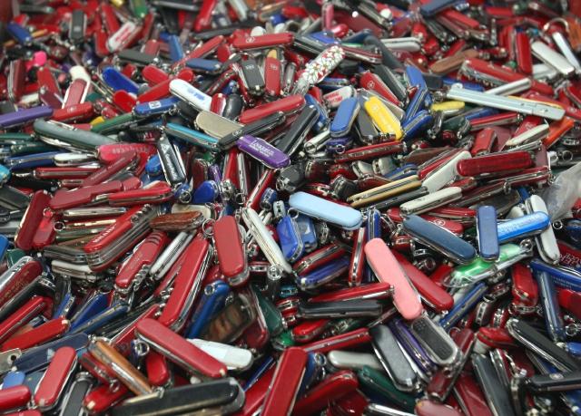 Schumer: No a cuchillos en aviones