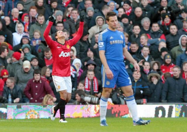 'Chicharito' marca pero Chelsea remonta