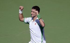 Djokovic barre a Tsonga y avanza en Indian Wells