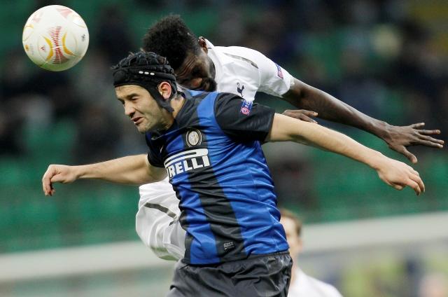 Adebayor saca al Inter de Milan