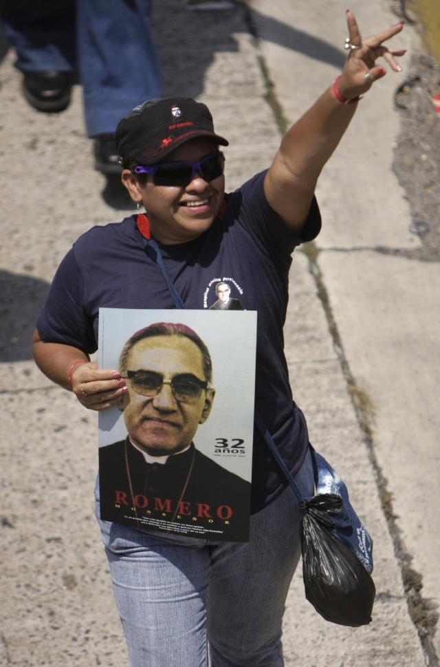 Rinden homenajes a Romero
