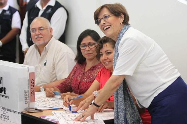 Limeños deciden suerte de alcaldesa