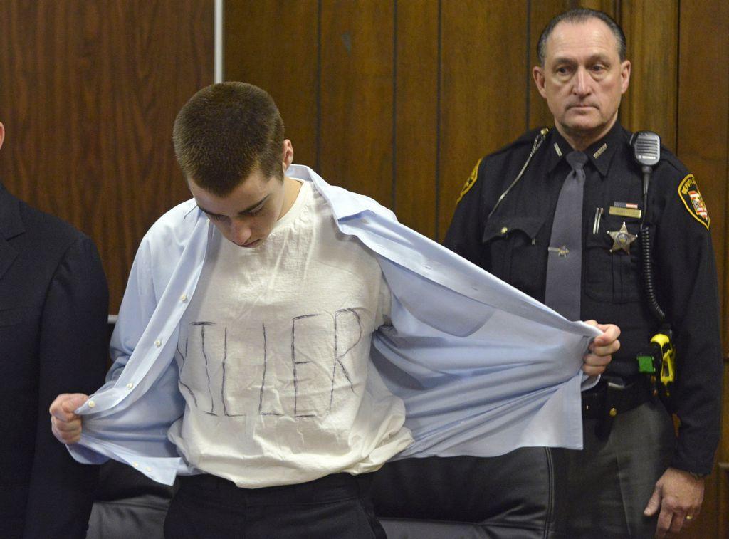 Condenado a tres perpetuas se masturba por sus víctimas (fotos)