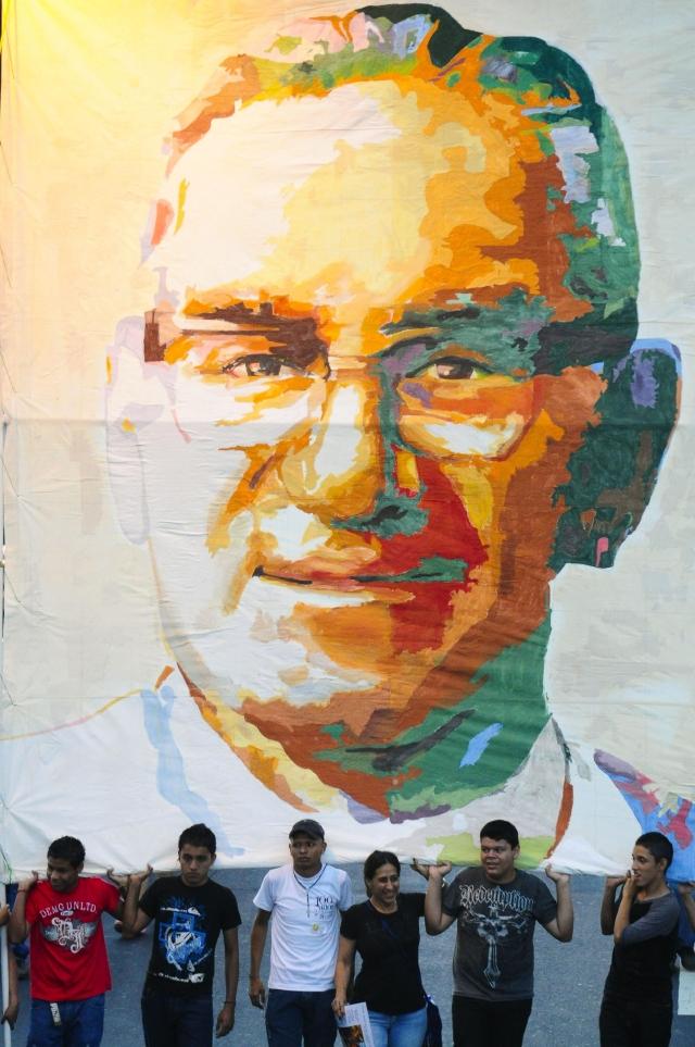 Papa respalda  canonización de  Romero