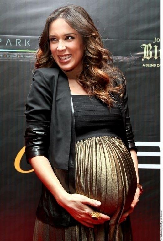 Jacqueline Bracamontes se siente bendecida con su embarazo