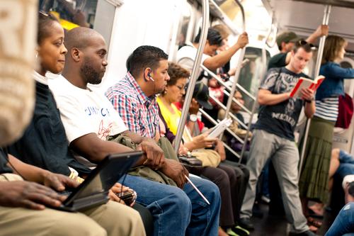 Oficiales no podrán pedirle identificación a pasajeros del tren de NY