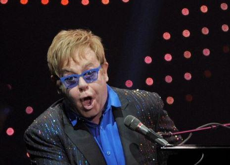 Elton John festeja con filme autobiográfico