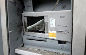 Ladrones roban 5 cajeros automáticos en el centro de México