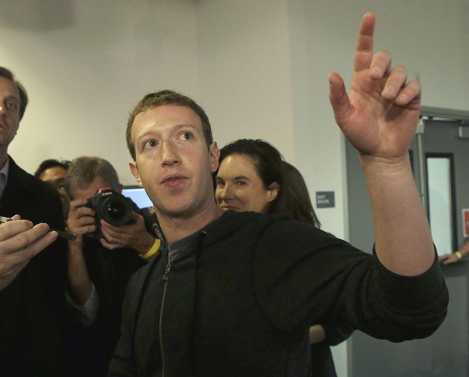 """Creador de Facebook le da """"Like"""" a reforma migratoria"""