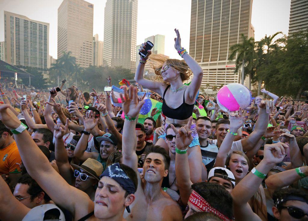 Arrestan a 160 durante festival musical en Miami (video)