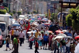 Maestros de Guerrero amenazan con bloquear carretera a Acapulco