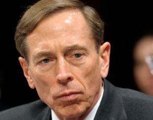 Exdirector de la CIA pide perdón por ser infiel (fotos)
