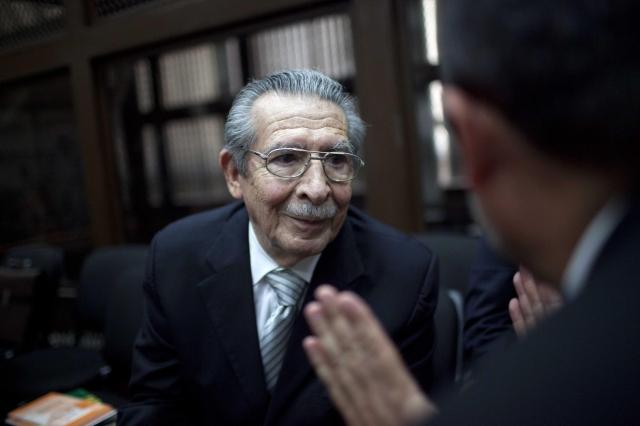 Reanudan juicio contra exdictador Ríos Montt