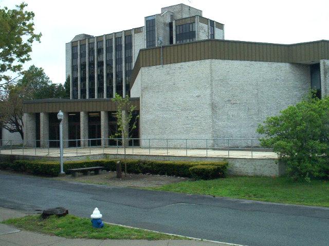 Reportan posible pistolero en universidad de Rhode Island