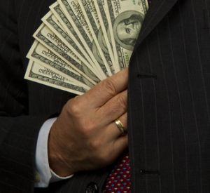 Divulgan nombres de 130,000 evasores fiscales millonarios