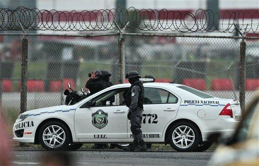 Guatemaltecos detenidos con miles de dólares en estomago