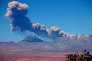Chile decreta alerta amarilla por volcán