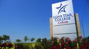 Reportan ataque en campus de Lone Star Cy-Fair en Houston