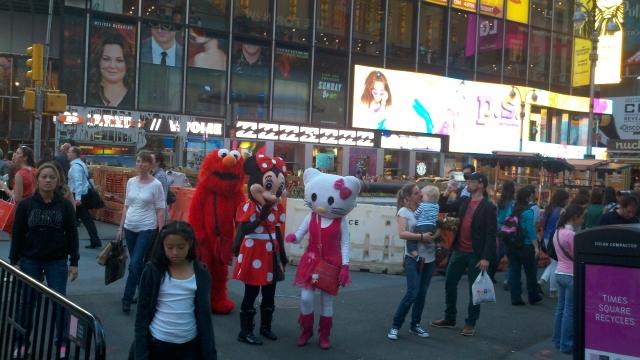 Personajes no tan graciosos en Times Square