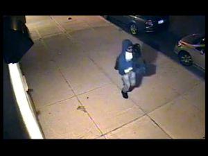 En condición crítica atacada con ladrillo en Queens (video)