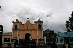 Dos sacerdotes guatemaltecos detenidos por violar a sacristán