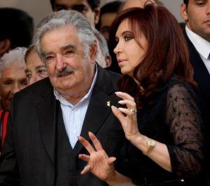 Mujica pide disculpas a Cristina Fernández por insultos