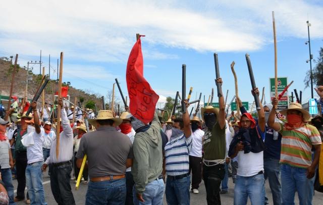 Peña Nieto afronta revuelta de maestros