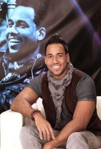 Romeo Santos viene muy bien acompañado (Video)