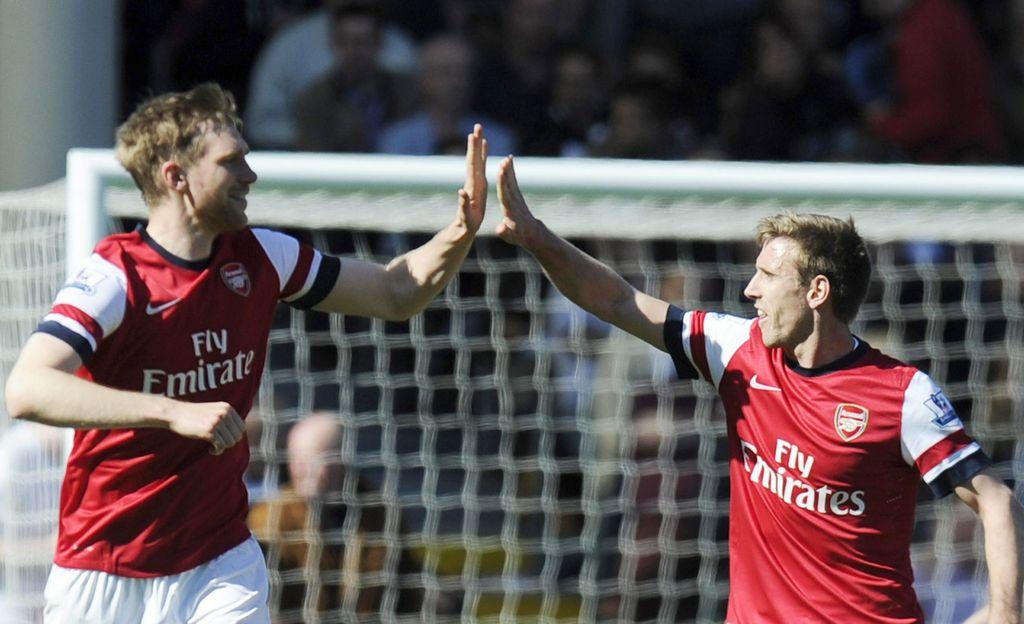 Arsenal se aferra a puesto de Champions
