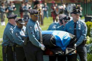 Boston honra a policía asesinado por hermanos Tsarnaev