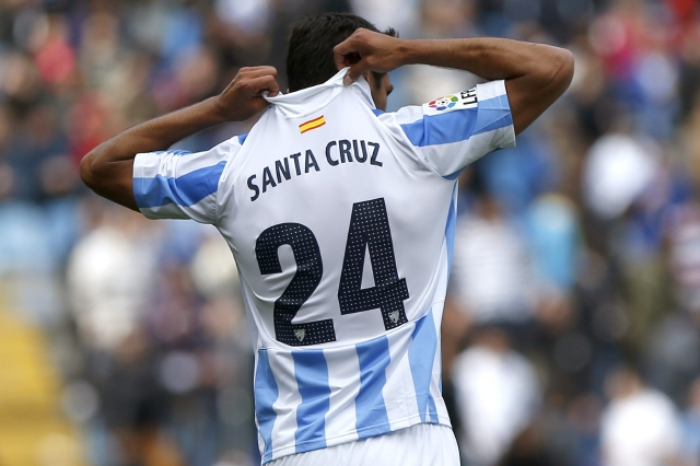 Roque Santa Cruz  celebra el primer  gol del  Málaga ante Getafe.