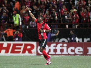 Chivas se despide con otra derrota, cae 4 - 0 ante Xolos (Fotos)