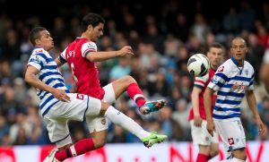 Arsenal y Tottenham no ceden en lucha por Champions (Video)