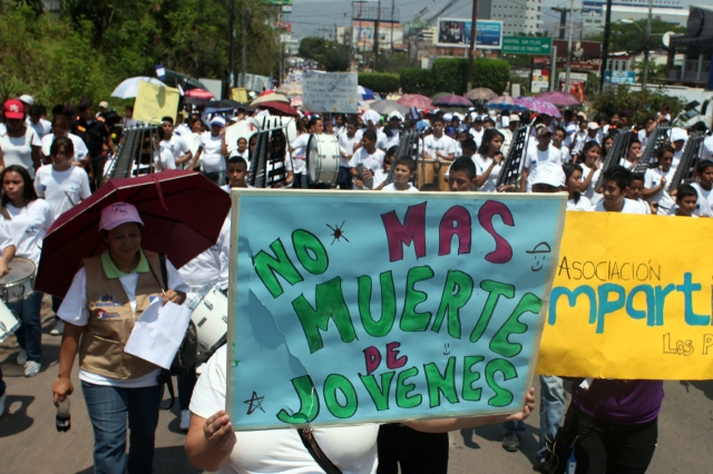 Miles piden fin de la violencia  en Honduras