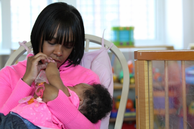 Madre hispana cría a su hija en una cárcel de NY