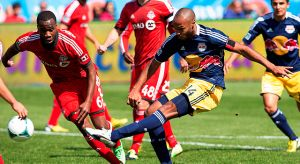 Henry corona a los Red Bulls con doblete