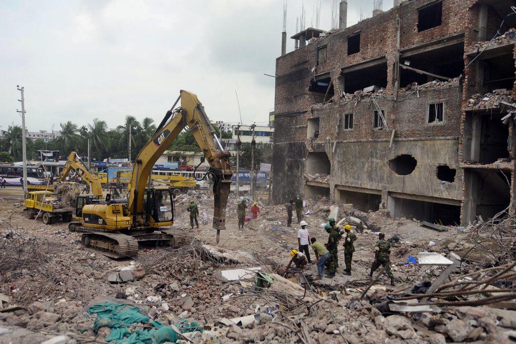 Mujer sobrevive 17 días enterrada en Bangladesh