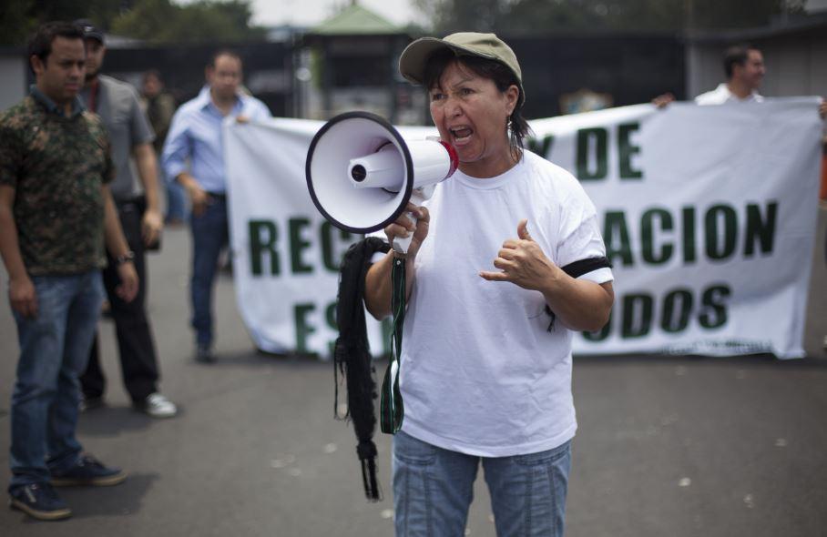Manifestantes protestan a favor de Ríos Montt