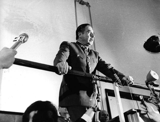 Ocho exagentes de Pinochet son acusados de asesinato