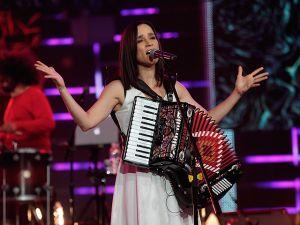 Julieta Venegas afirma que no hay que dejar que el miedo decida (Video)