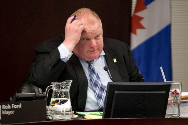 """Controversia en Canadá por video de alcalde fumando """"crack"""""""