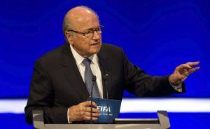 FIFA mantiene salario de Blatter en secreto