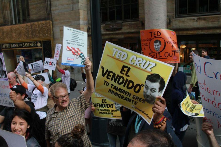 Dreamers de NY le salen al paso a Ted Cruz por reforma