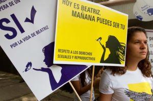 Negación de aborto pone en riesgo la vida de joven salvadoreña