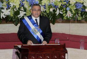 Presidente Funes exige disculpas a ARENA
