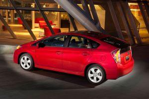Toyota llama a revisión 242 mil autos Prius y Lexus